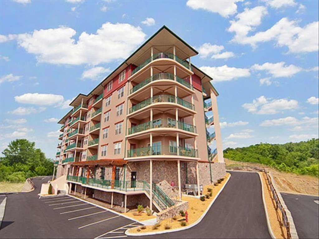 Photo of a Pigeon Forge Condo named 2004 Big Bear Resort - This is the third photo in the set.