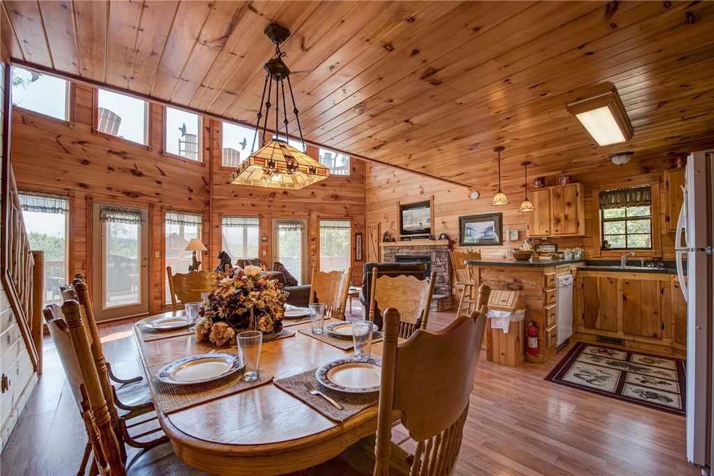 Photo of a Sevierville Cabin named R Bearadise - This is the eighth photo in the set.