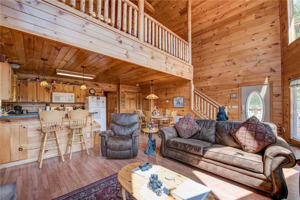 Photo of a Sevierville Cabin named R Bearadise - This is the fifth photo in the set.