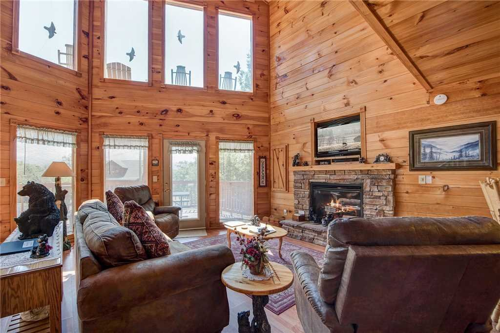 Photo of a Sevierville Cabin named R Bearadise - This is the first photo in the set.