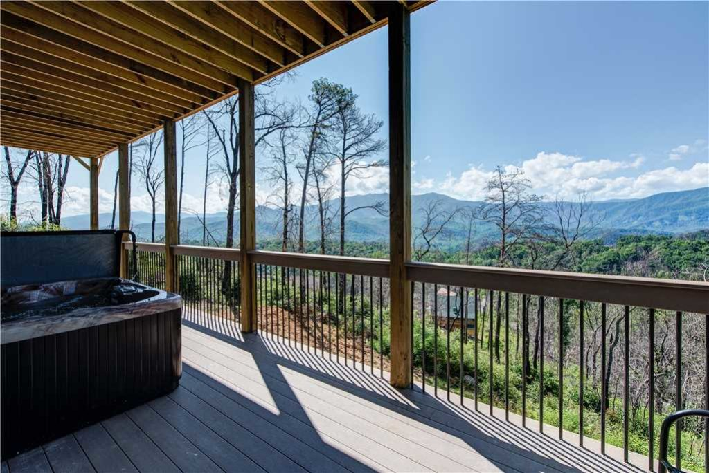 Photo of a Gatlinburg Cabin named Hello Smokys - This is the second photo in the set.