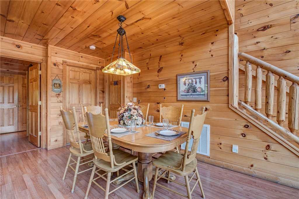 Photo of a Sevierville Cabin named R Bearadise - This is the seventh photo in the set.
