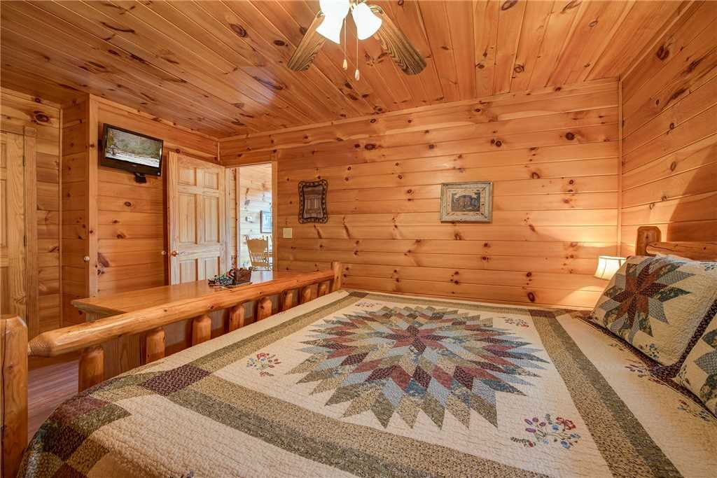 Photo of a Sevierville Cabin named R Bearadise - This is the fourteenth photo in the set.