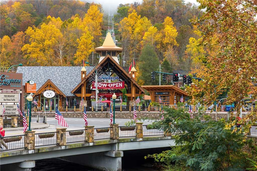 Photo of a Gatlinburg Cabin named Lone Wolf Lodge - This is the fourth photo in the set.