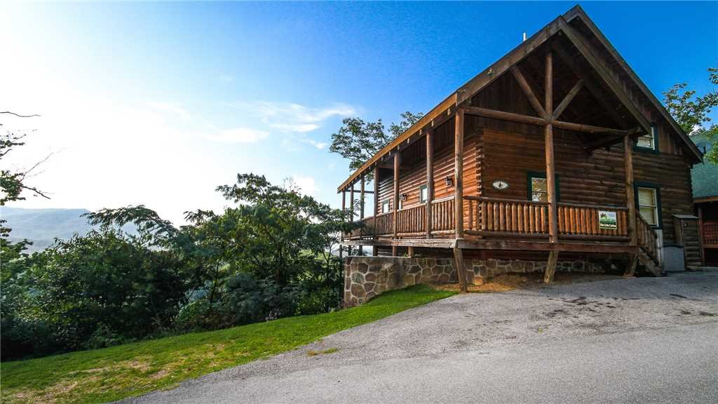 Photo of a Pigeon Forge Cabin named Black Bear Peeks - This is the first photo in the set.