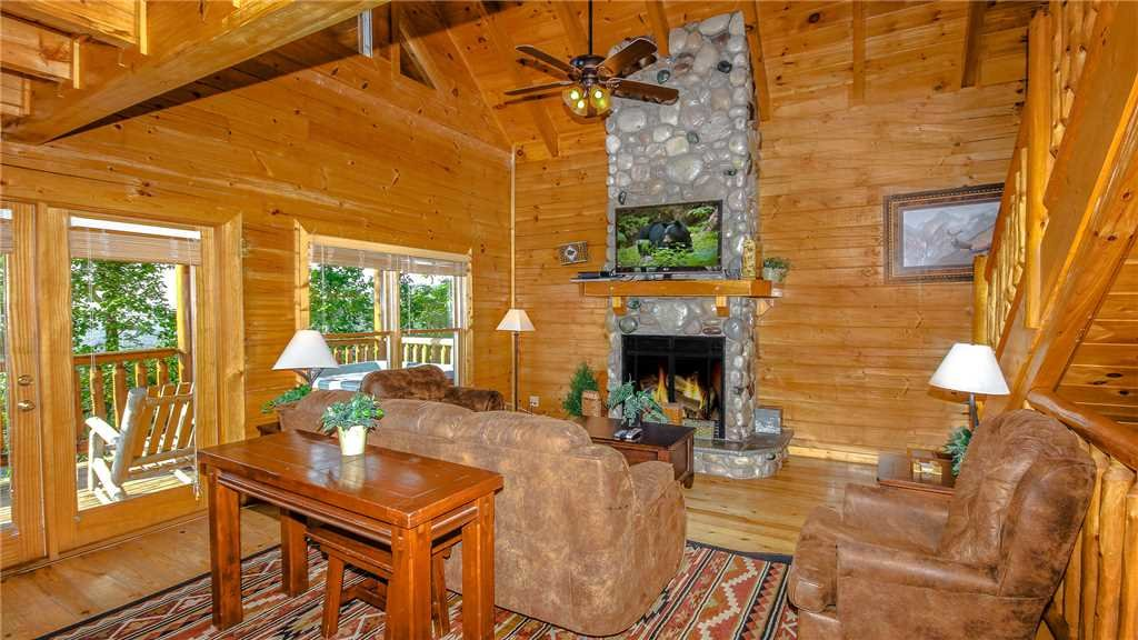 Photo of a Pigeon Forge Cabin named Black Bear Peeks - This is the second photo in the set.