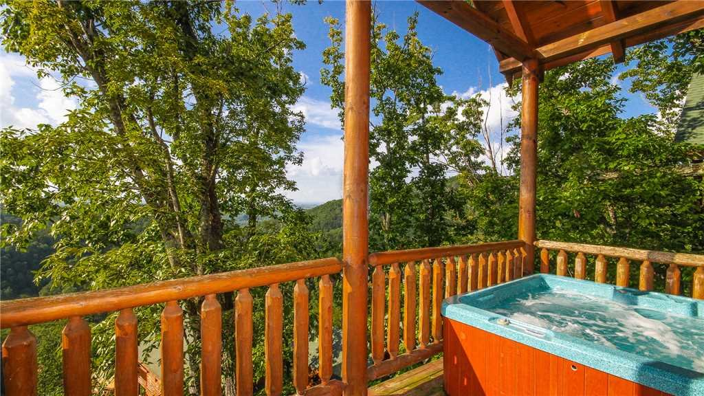 Photo of a Pigeon Forge Cabin named Black Bear Peeks - This is the twelfth photo in the set.