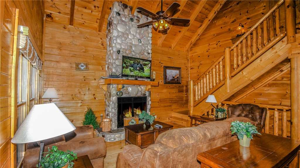 Photo of a Pigeon Forge Cabin named Black Bear Peeks - This is the fourth photo in the set.