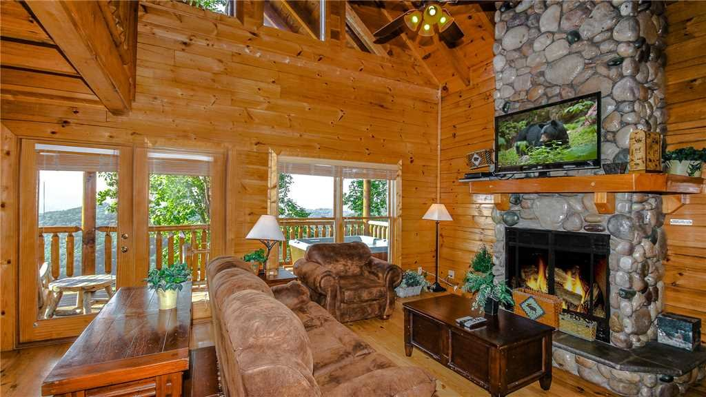 Photo of a Pigeon Forge Cabin named Black Bear Peeks - This is the third photo in the set.