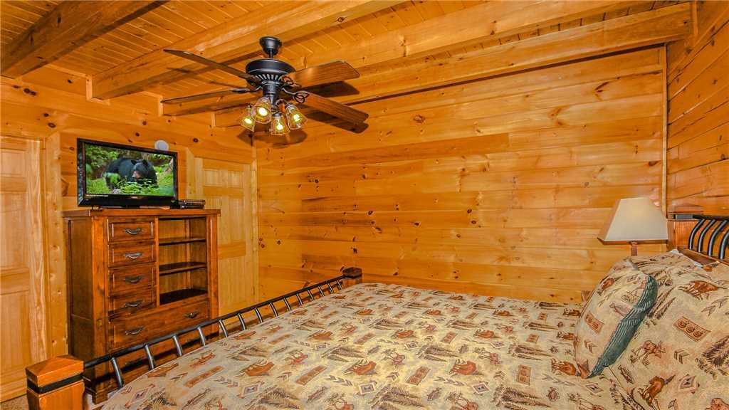 Photo of a Pigeon Forge Cabin named Black Bear Peeks - This is the seventeenth photo in the set.