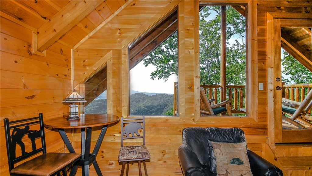 Photo of a Pigeon Forge Cabin named Black Bear Peeks - This is the twenty-second photo in the set.