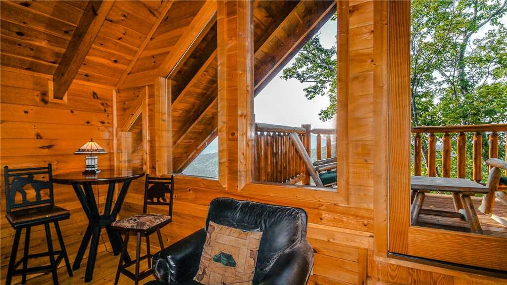 Photo of a Pigeon Forge Cabin named Black Bear Peeks - This is the twenty-third photo in the set.