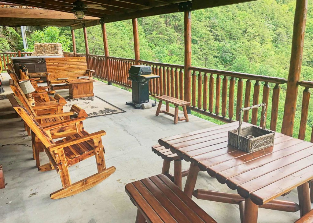 Photo of a Pigeon Forge Cabin named Angel's Perch #54 - This is the twenty-sixth photo in the set.