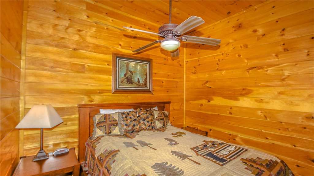 Photo of a Pigeon Forge Cabin named Black Bear Peeks - This is the thirty-ninth photo in the set.