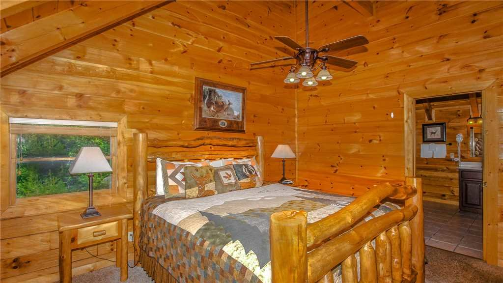 Photo of a Pigeon Forge Cabin named Black Bear Peeks - This is the twenty-eighth photo in the set.