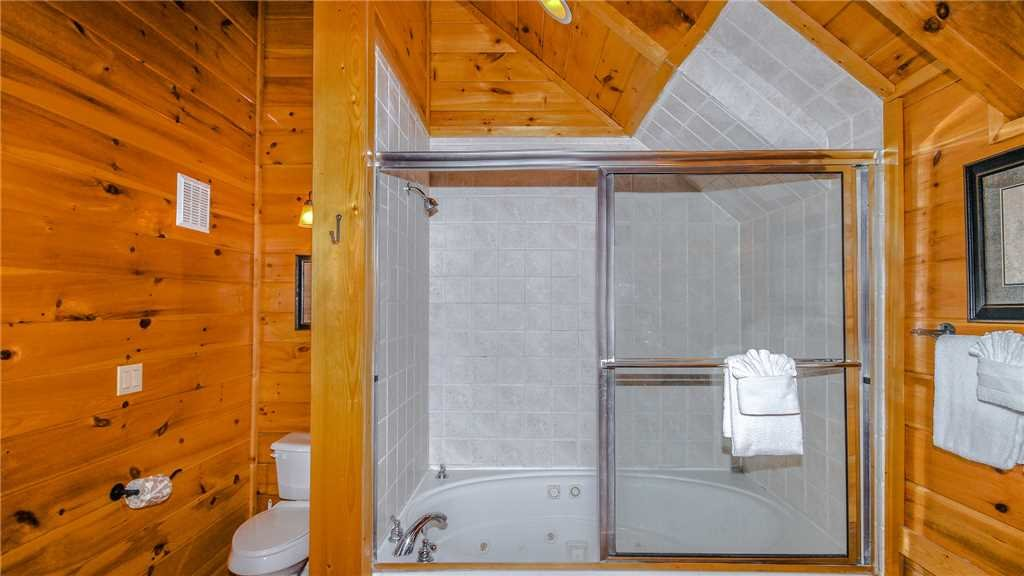 Photo of a Pigeon Forge Cabin named Black Bear Peeks - This is the thirty-first photo in the set.
