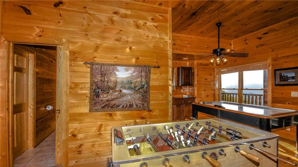 Photo of a Pigeon Forge Cabin named Black Bear Peeks - This is the thirty-fifth photo in the set.