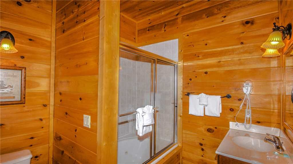 Photo of a Pigeon Forge Cabin named Black Bear Peeks - This is the fortieth photo in the set.