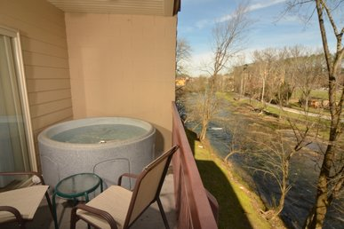 Private Hot Tub On Riverside Balcony • Sleeps 6