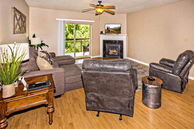 Upgraded With New Furniture • Riverside & Downtown Pigeon Forge