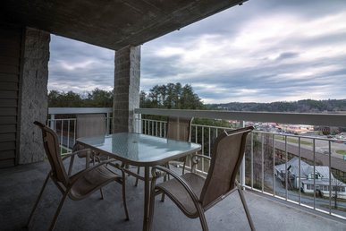 Upgraded 3 Br Overlooking Pigeon Forge, Downtown, Private Balcony