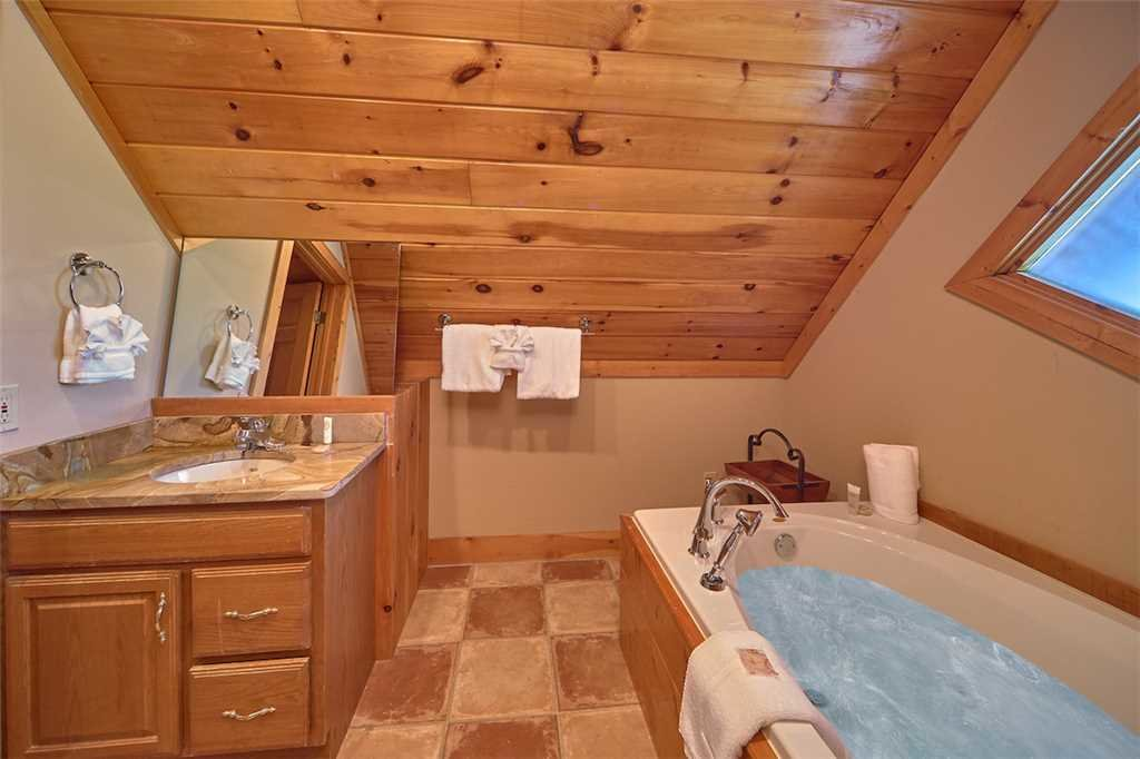 Photo of a Pigeon Forge Cabin named Second Wind - This is the fourteenth photo in the set.
