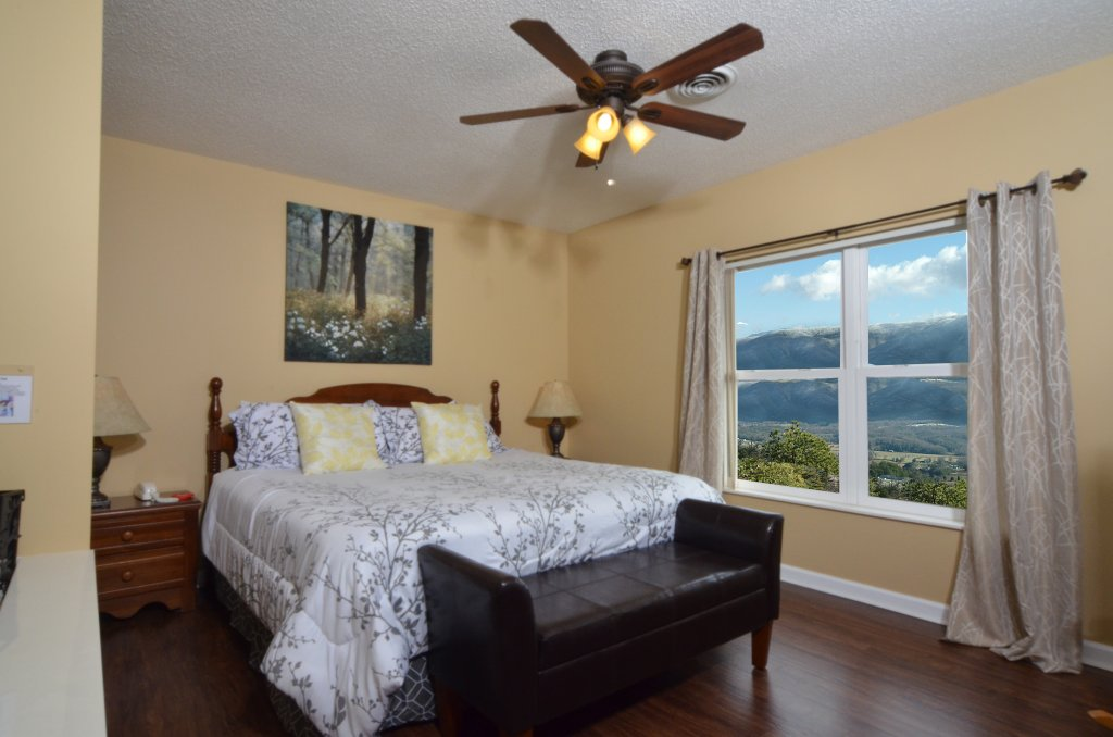 Photo of a Pigeon Forge Condo named Whispering Pines 454 - This is the nineteenth photo in the set.