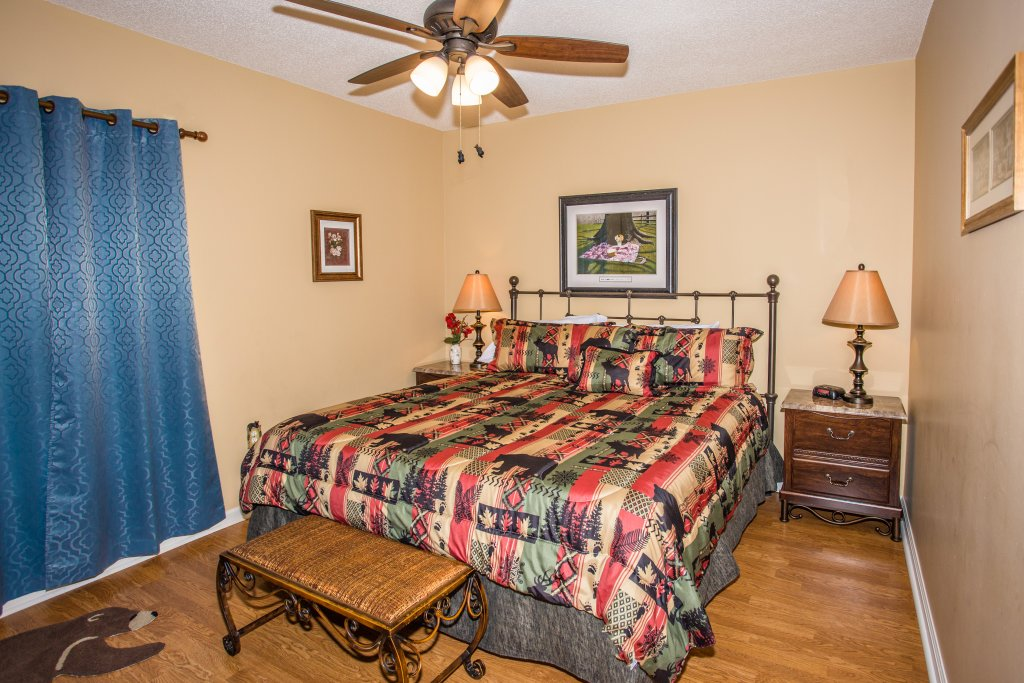 Photo of a Pigeon Forge Condo named Whispering Pines 242 - This is the twenty-first photo in the set.