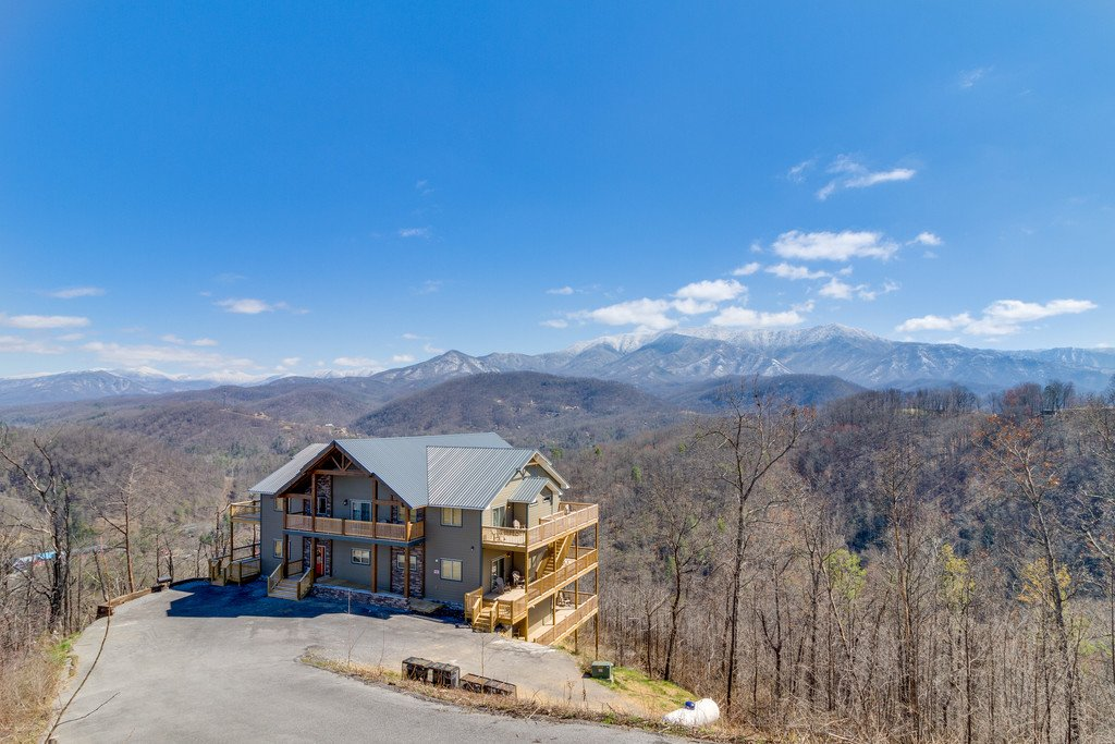 Photo of a Gatlinburg Cabin named Majestic Overlook - This is the third photo in the set.