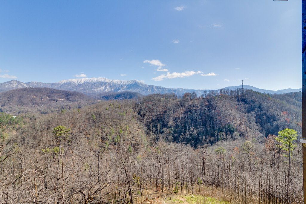 Photo of a Gatlinburg Cabin named Majestic Overlook - This is the thirty-third photo in the set.
