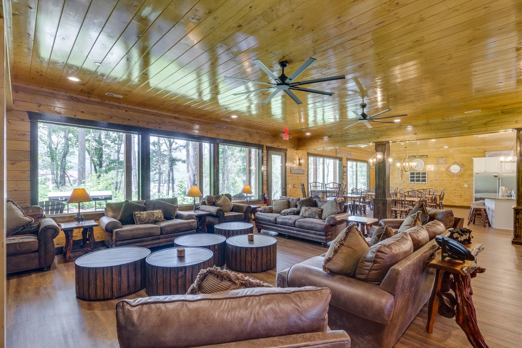 Photo of a Gatlinburg Cabin named The Big Oak Lodge - This is the eighth photo in the set.