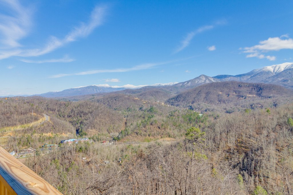 Photo of a Gatlinburg Cabin named Majestic Overlook - This is the fifty-fourth photo in the set.