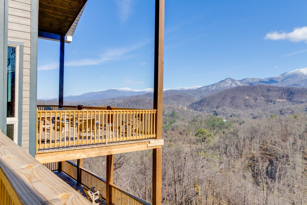 Photo of a Gatlinburg Cabin named Majestic Overlook - This is the forty-eighth photo in the set.