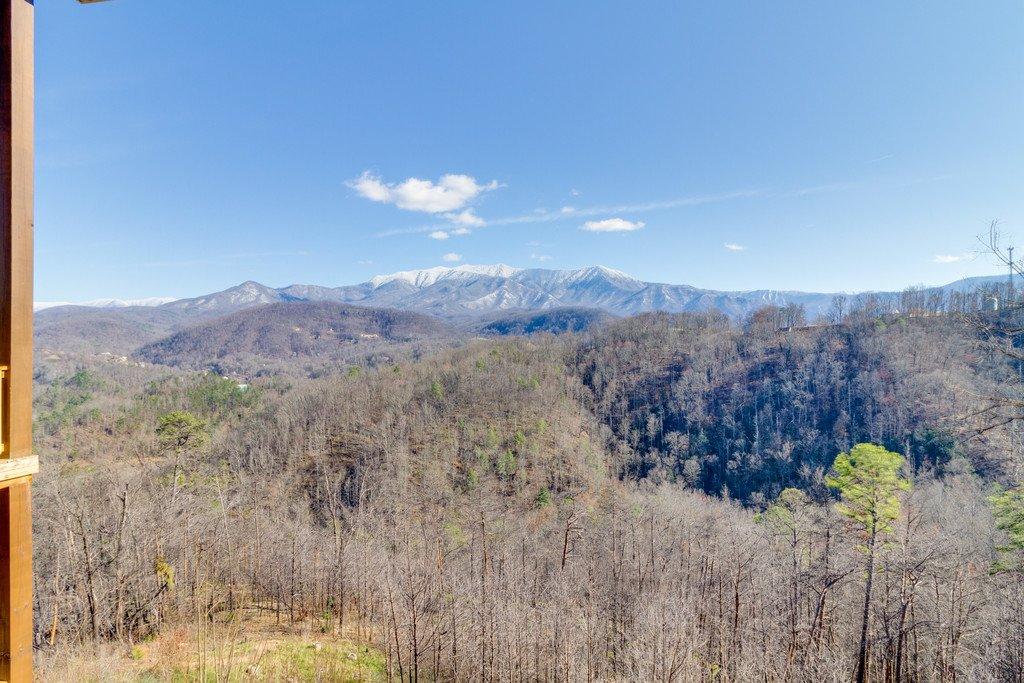 Photo of a Gatlinburg Cabin named Majestic Overlook - This is the forty-seventh photo in the set.