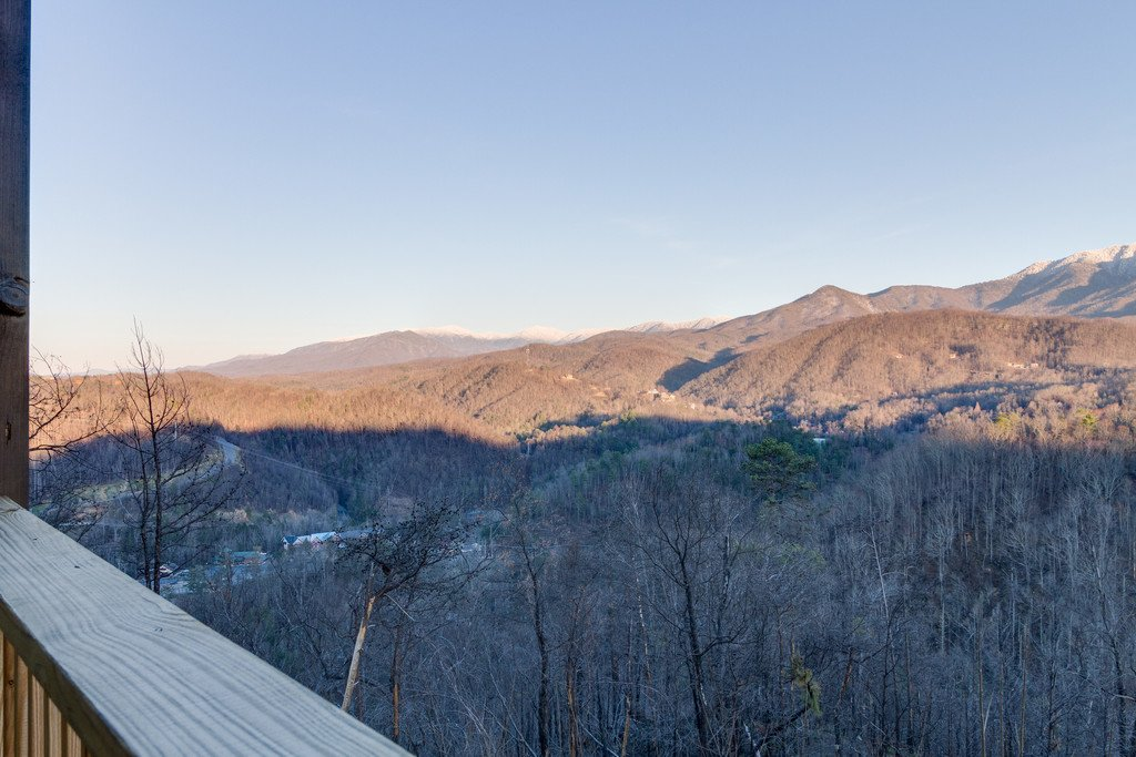Photo of a Gatlinburg Cabin named Majestic Overlook - This is the one hundred and thirty-fifth photo in the set.