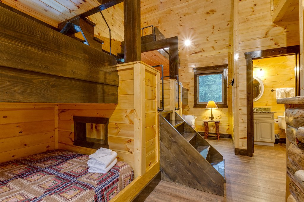Photo of a Gatlinburg Cabin named The Majestic Pine Retreat - This is the thirty-second photo in the set.