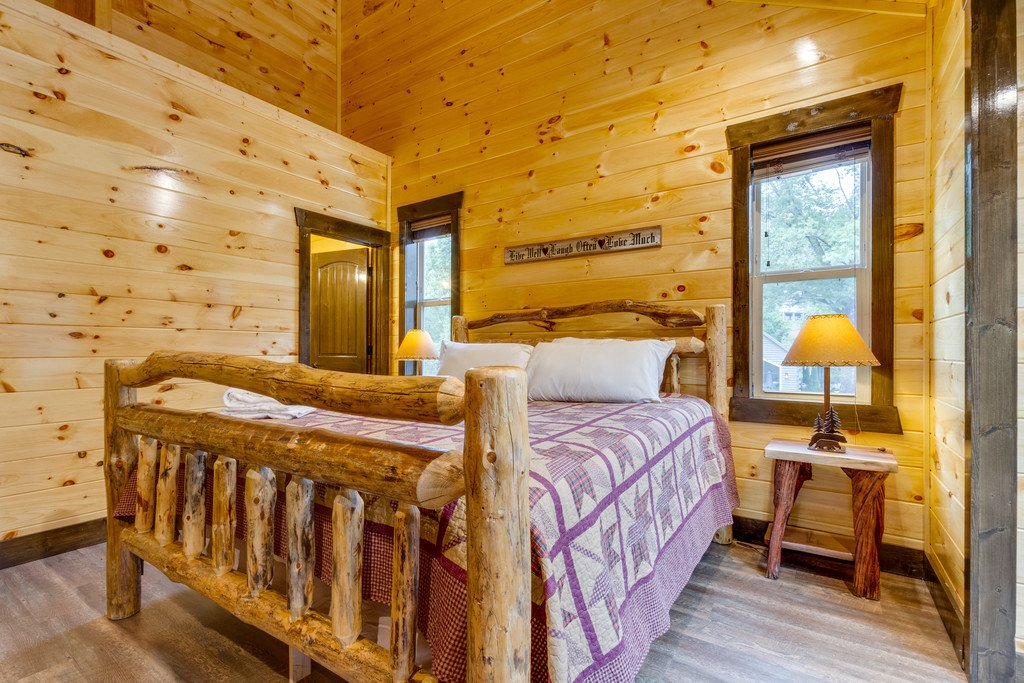 Photo of a Gatlinburg Cabin named The Majestic Pine Retreat - This is the twenty-fifth photo in the set.