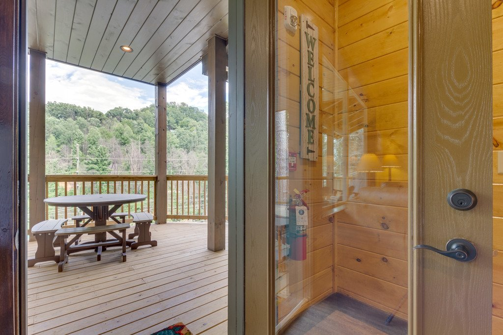 Photo of a Gatlinburg Cabin named The Majestic Pine Retreat - This is the twenty-second photo in the set.