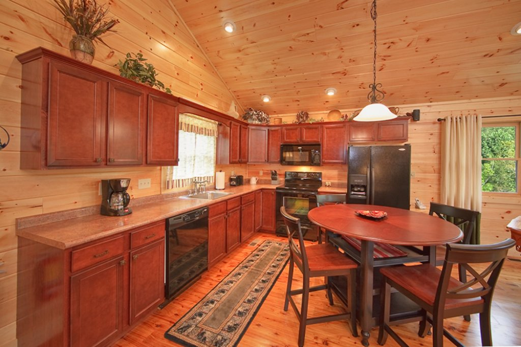 Photo of a Gatlinburg Cabin named Mountain Hideaway - This is the seventh photo in the set.