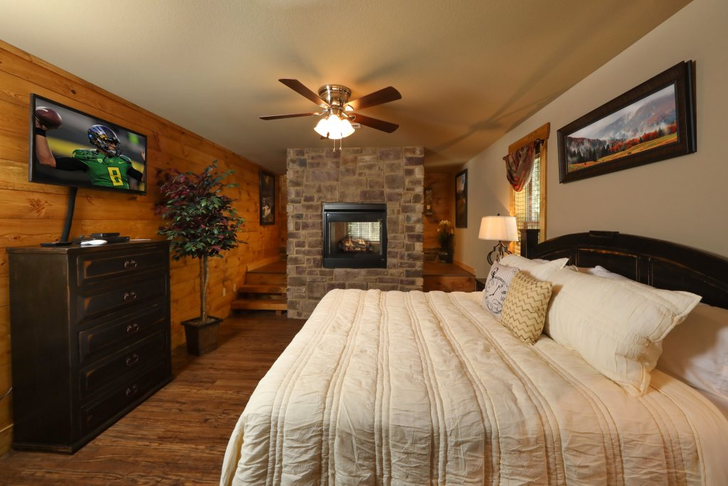 Photo of a Pigeon Forge Cabin named Misty Mountain Side - This is the twenty-first photo in the set.