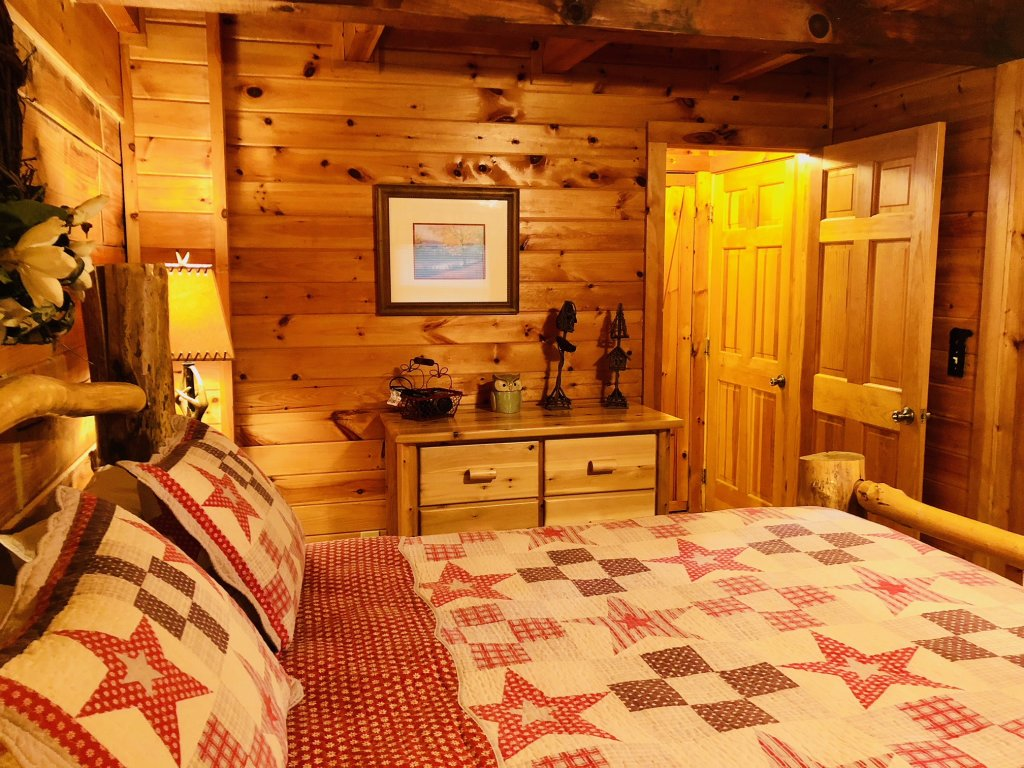 Photo of a Pigeon Forge Cabin named Secluded Escape - This is the fifteenth photo in the set.