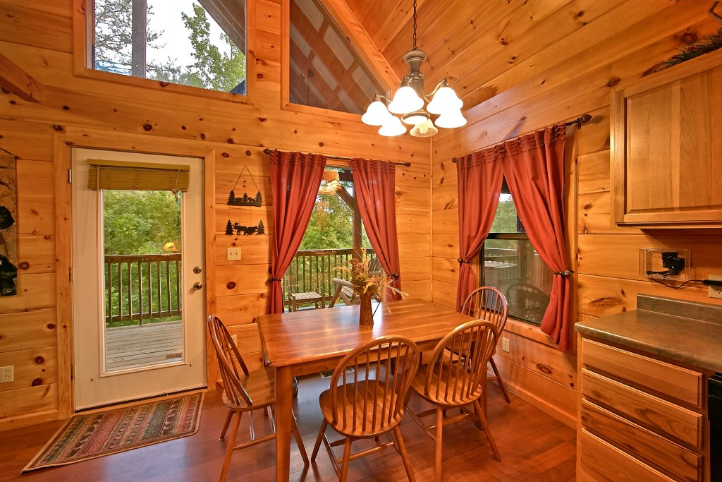 Photo of a Pigeon Forge Cabin named A Bear's Eye View #251 - This is the nineteenth photo in the set.