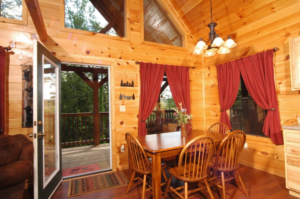 Photo of a Pigeon Forge Cabin named A Bear's Eye View #251 - This is the thirty-first photo in the set.