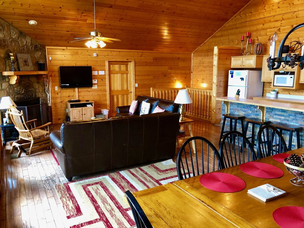 Photo of a Pigeon Forge Cabin named Majestic Views - This is the fourteenth photo in the set.