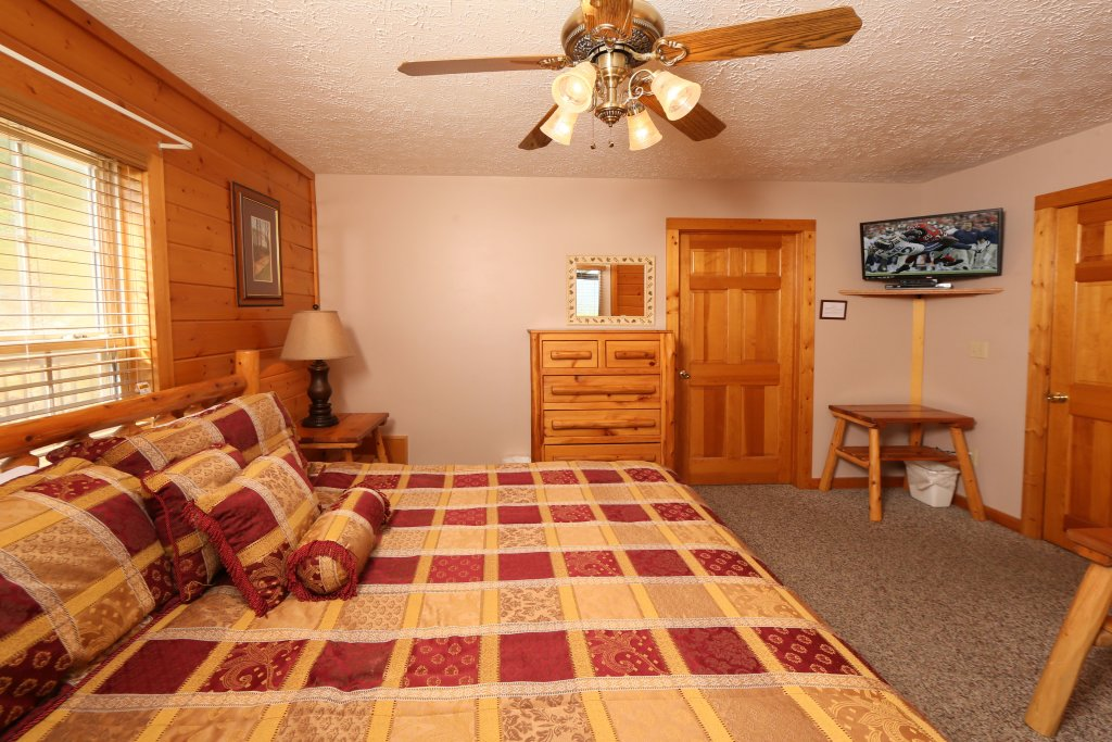 Photo of a Pigeon Forge Cabin named Majestic Views - This is the eighteenth photo in the set.