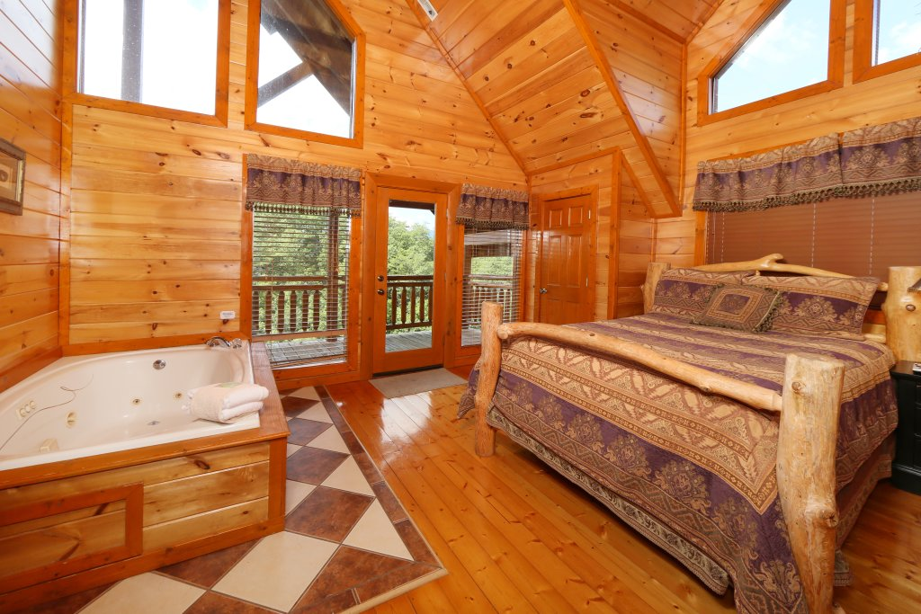 Photo of a Pigeon Forge Cabin named Family Valley Lodge - This is the twenty-first photo in the set.