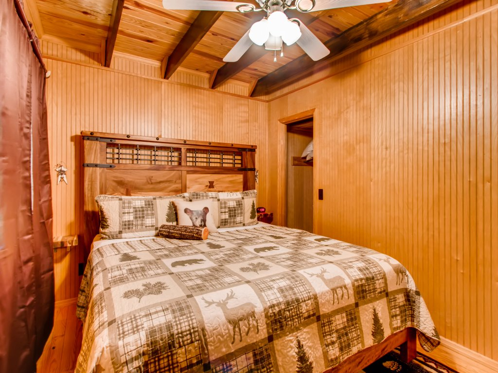 Photo of a Gatlinburg Cabin named Lake Vista Lodge - 248 - This is the nineteenth photo in the set.
