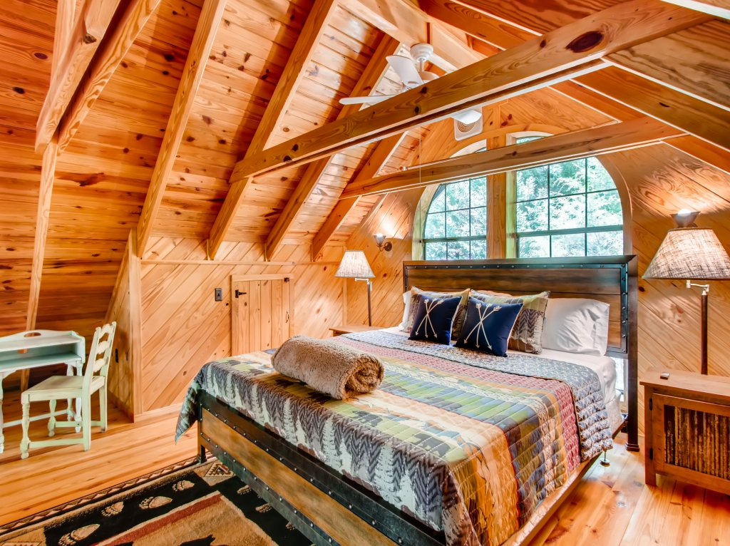 Photo of a Gatlinburg Cabin named Lake Vista Lodge - 248 - This is the twenty-sixth photo in the set.