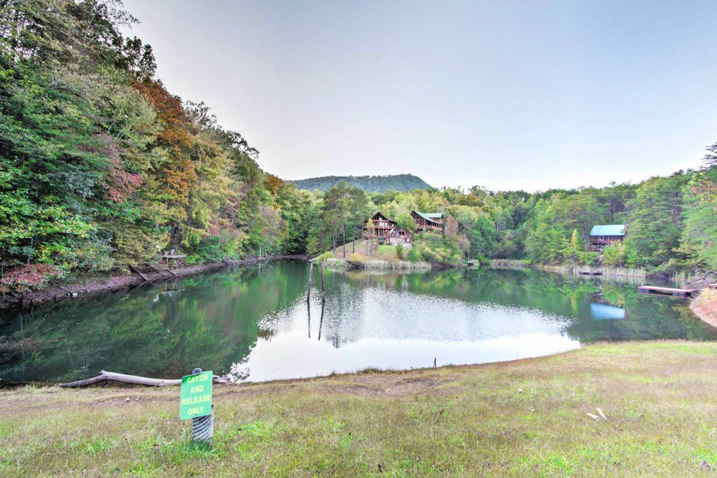 Photo of a Gatlinburg Cabin named Lake Vista Lodge - 248 - This is the thirty-fourth photo in the set.