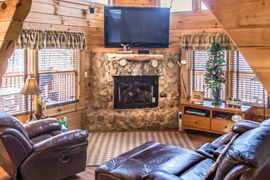 Charming cabin in private gated community, replete with hot tub, wrap-around deck and WiFi